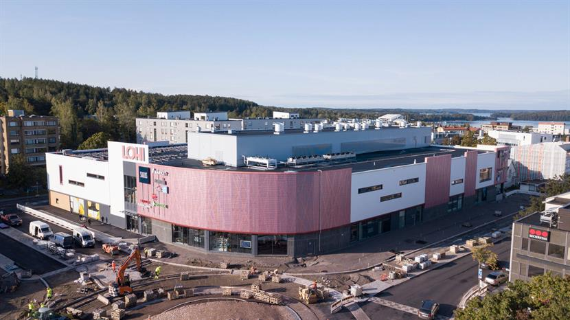 Lohi shopping center in Lohja has changed the look of the area. The shopping center has also taken the environment into account and has been awarded gold LEED green building certification.